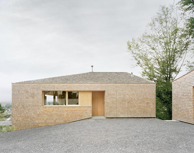 Moderner holzbau satteldach  Pin von Mikolaj Schwartz auf Houses | Pinterest | Häuschen